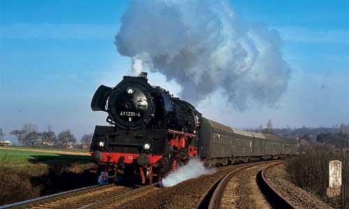 Die letzte ihrer Art: 41 1231 mit Personenzug nach Sangerhausen am 16. April 1988 in Hettstedt (Foto: Heym)