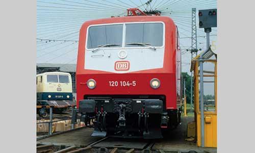 Die 120 104 im Bw Nürnberg Hbf am 24. Juli 1987 (Foto: Marcus Niedt)