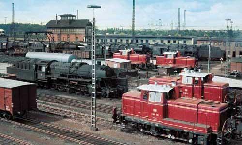 Der Blick aus einem Stellwerk in Hannover Hauptgüterbahnhof offenbarte 1968 jede Menge Dampfloks und allein vier V 60, doch das waren längst nicht alle …Jürgen Krantz