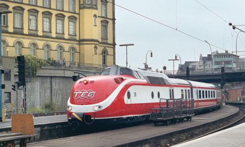 """Der IC 139 """"Max Liebermann"""" am 6. August 1990 im Hamburger Hauptbahnhof Foto: Matthias Boerschke"""