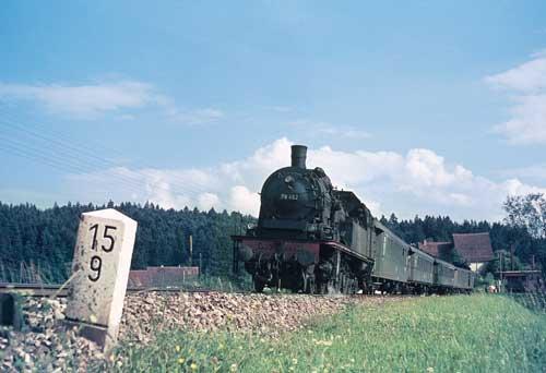 Von Goslar im Harz über Dillingen an der Saar war die 78 482 schließlich 1966 nach Aalen gekommen. Die Aufnahme zeigt sie mit Zug 2403 Stuttgart – Crailsheim Foto: Jürgen Krantz