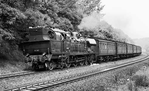 """Was für ein herrlicher Zug! Die 78 395 vom Bw Frankfurt (Oder) hat am 30. August 1967 Dienst vor dem P 3318 nach Erkner. Hier in diesen Wäldern spielt Hauptmanns Novelle """"Bahnwärter Thiel""""Foto: Hans Müller"""