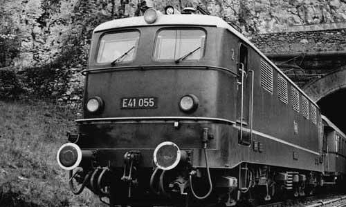 Am 27. Mai 1962 wurde mit der E 41 055 der elektrische Betrieb zwischen Ingolstadt und Treuchtlingen eröffnetFoto: Steidl; BD München/Slg. A. Dollinger