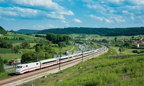 Die Neubaustrecke zwischen Ingolstadt und Nürnberg hat die Anbindung von München an die Hochgeschwindigkeitsstrecken deutlich verbessert. 402 038 passiert am 19. Mai 2009 bei Großhöbing einen der geologisch schwierigsten Streckenabschnitte.