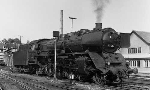 Eine der Saarländerinnen war die 03 263. Dieses Foto zeigt sie am 13. September 1968 in Friedrichshafen. Damals gehörte sie zum Bw Ulm und erreichte mit Eilzugleistungen den Bodensee Slg. H.-D. Jahr