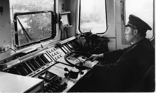 Das Fahren der E 11 im Sitzen war ein Fortschritt gegenüber den Altbau-Elloks  Slg. W. Müller