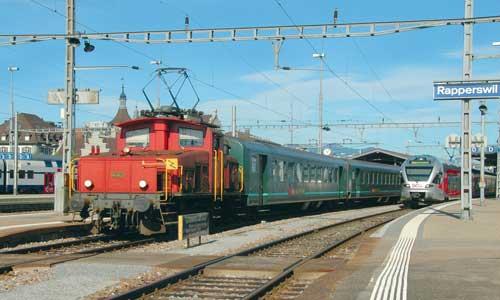 Heute die Älteste: In Rapperswil setzt die 16362 einige Wagen ab