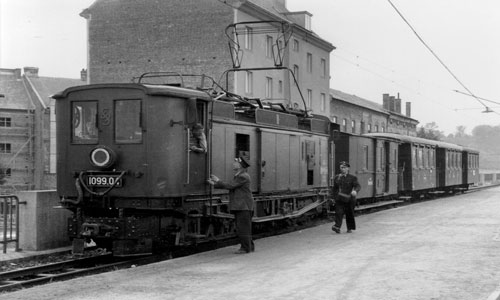 Im alten Bahnhof St. Pölten: 1099.04 mit dem Zug OG 16 am 21. August 1954Alfred Luft