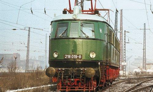 218 019-8 in Halle P nach ihrer Rückkehr aus dem Raw Dessau am 13. Dezember 1983Foto: Joachim Volkhardt