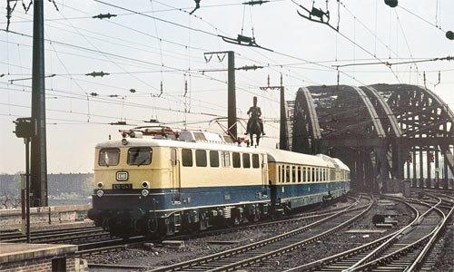 """Der neue Fernschnellzug F 10 """"Rheingold"""" am allerersten Betriebstag, dem 27. Mai 1962, in Köln Hbf. Seine Fahrt mit exakt der selben Lok und den passenden Wagen wird am 27. Mai 2012 wiederholt werden! Foto: Friedhelm Ernst"""