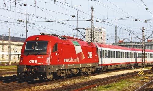Die 1216 012 verlässt München Hbf am 8. Oktober 2010 mit dem EC 87 nach Venedig. Foto: Marcus Niedt