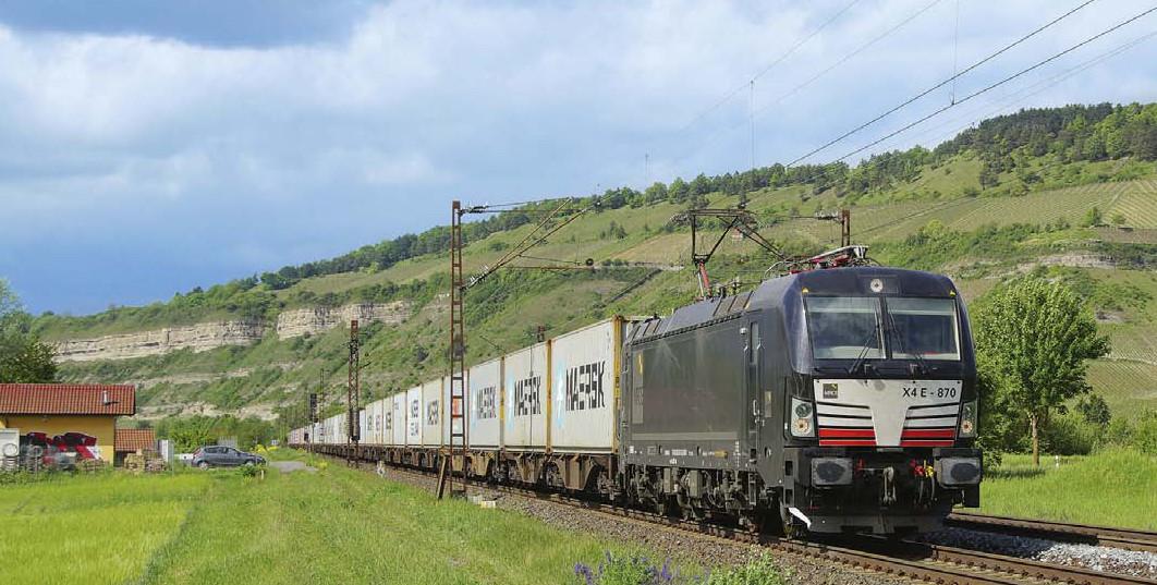 Im Maintal von Gemünden nach Würzburg: Die 193 870 (X4E-870) mit einem Containerzug vor den Weinbergen bei Thüngersheim am 7. Mai 2014 (BILD: Thomas Szymanowski)