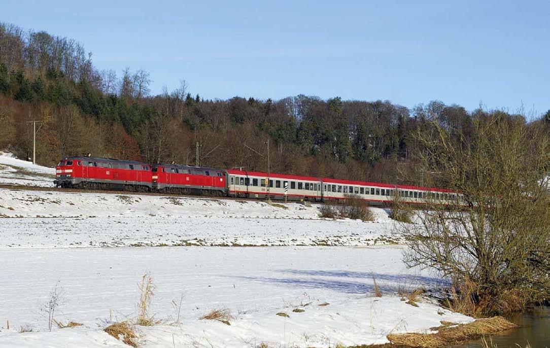 Keine Konkurrenz durch den Fernbus: Zwei 218 beförderten am 5. Januar den IC 118 Innsbruck – Münster bei Urspring an der Filstalbahn (KBS 750)